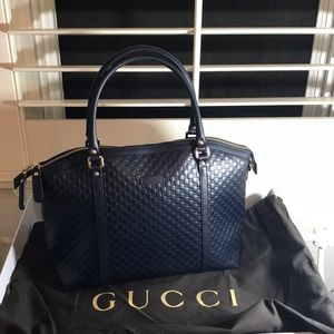 Authentic GUCCI Navy Blue crossbody/shoulder purse